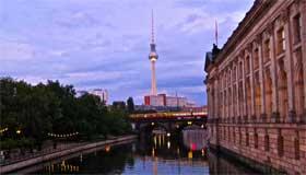 Blick auf Fernsehturm und Bodemuseum